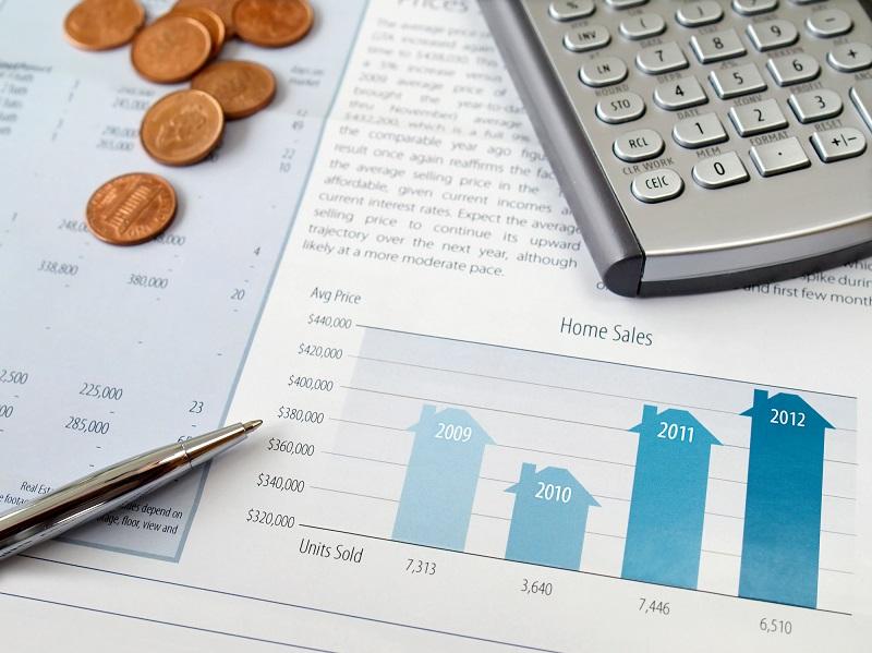 住宅ローングラフと電卓と小銭