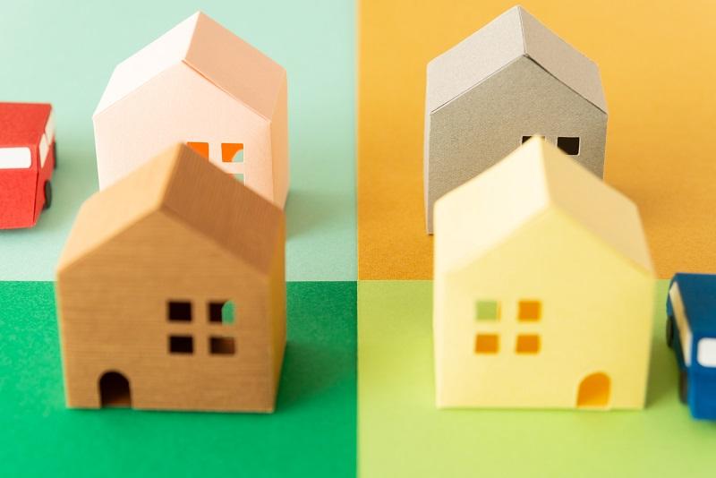 四つの家の模型